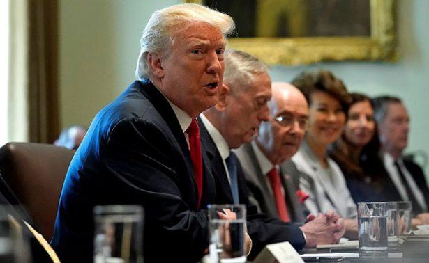 Trump niega caos y confía en nuevo jefe de gabinete, John Kelly