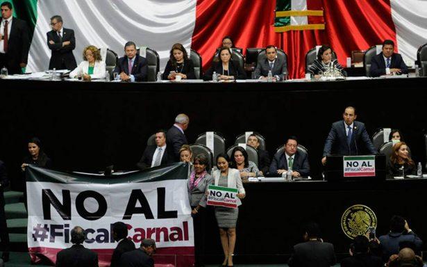 """[En vivo] """"¡No al Fiscal carnal!"""", gritan al unísono en San Lázaro"""