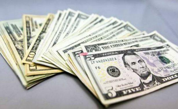 Dólar alcanza 18.22 pesos a la venta en bancos de la Ciudad de México