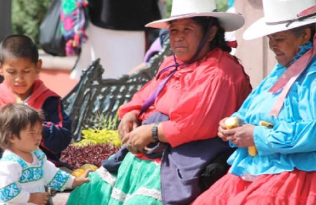 Con ponche y tamales reciben indígenas queretanos el Año Nuevo