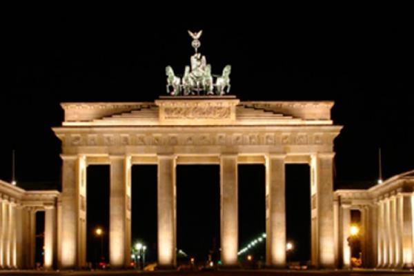 Miles de alemanes recibirán el 2017 en la Puerta de Brandenburgo