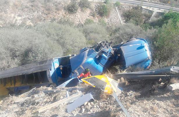 Impresionante accidente; tres heridos graves en accidente de tráiler