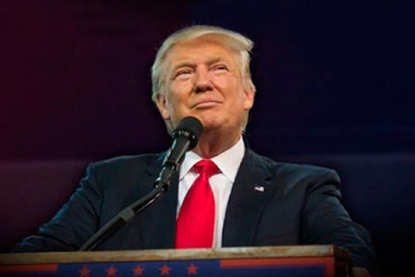 """Trump desea feliz 2017 a sus """"muchos enemigos"""" y a quienes derrotó"""