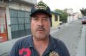 JUVENTINO Alcántara Hernández expuso su inconformidad por las averías en viviendas por el exceso de humedad. FOTO: JACOB CABELLO