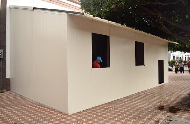 Municipio coloca estructura en banqueta