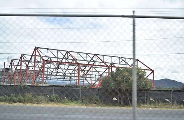 EN LUGAR de becas económicas, los deportistas tenedrán acceso gratuito a los servicios del polideportivo que el Gobierno estatal construye en las inmediaciones del Centro Expositor de Feria. Foto: Jacob Cabello.