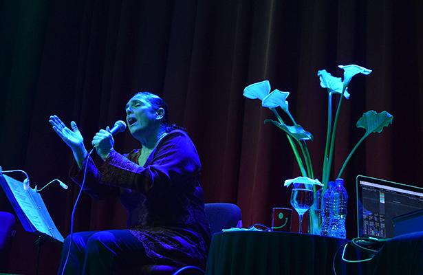 """CECILIA Toussaint, cantó algunos temas que se desprenden de su disco """"Acoso textual"""", que fueron del total agrado de los asistentes al Foro San Juan."""