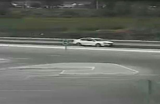 EN ESTE auto captado por las cámaras de videovigilancia, los dos atracadores emprendieron la huida.