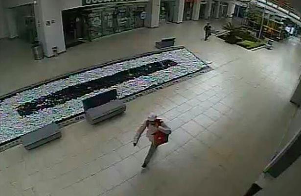 Ladrones saquean negocio en Plaza Galerías