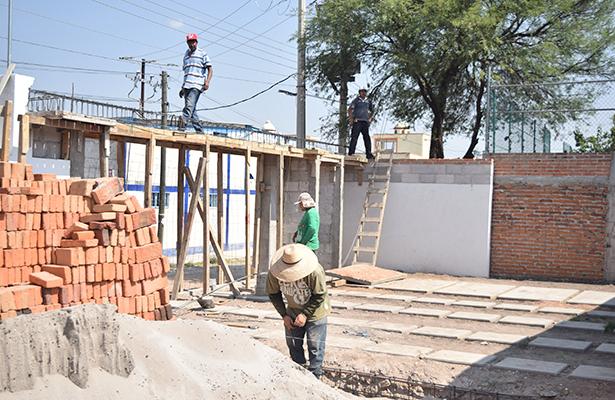 Sin empleo trabajadores de la construcción