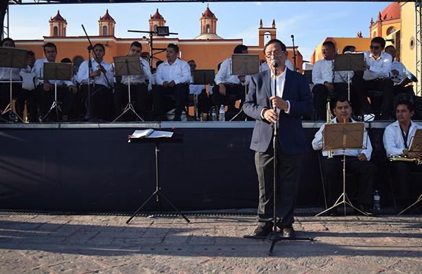 EL MTRO. Aurelio Olvera Montaño hizo intervenciones con interesantes datos que expuso ante los asistentes.
