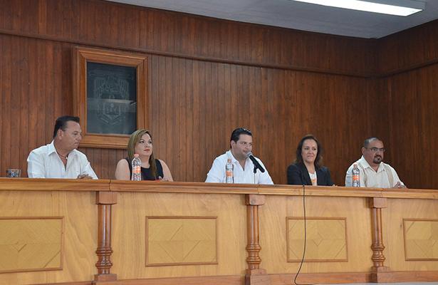 JOSÉ Manuel Sánchez, Almendra Ríos, Martín Feregrino, Alejandra Zamudio y Enrique Ramírez, abogados y catedráticos que integraron el sínodo.