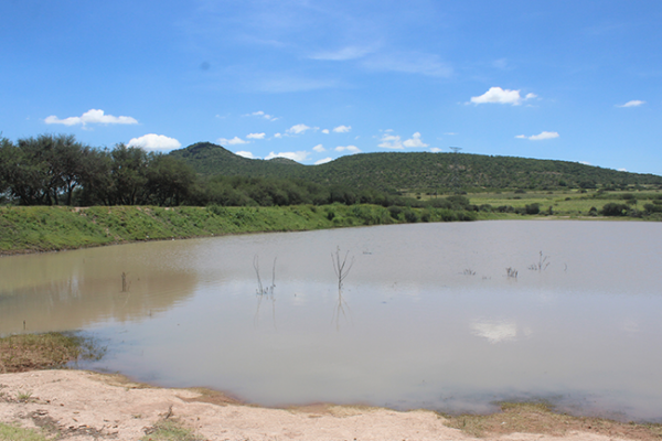 Bajo nivel de captación de agua en presas