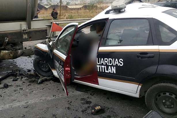 UN POLICÍA perdió la vida en fuerte choque por alcance ocurrido ayer a la altura del kilómetro 47 de la autopista México – Querétaro.