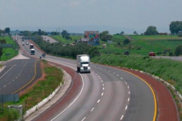 Accidente de tráiler provoca caos vial en la Autopista Chamapa-La Venta