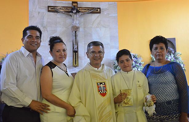 Mario Jesús García cumplió con el sacramento de la comunión