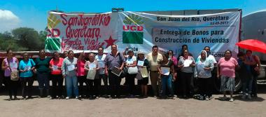 Entregan apoyos de vivienda a familias de San Juan