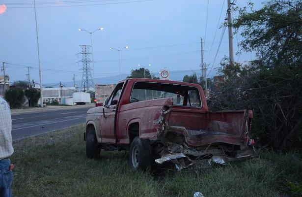 Tracto embistió camioneta pick up