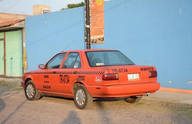 Taxista despojado de su vehículo