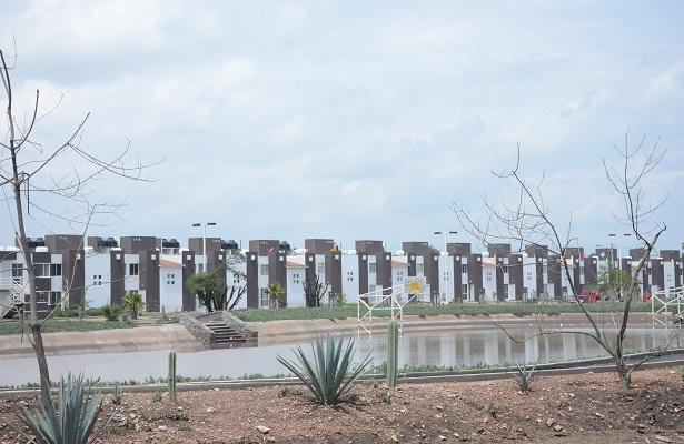 Infonavit se deslinda de casas en zona de riesgo