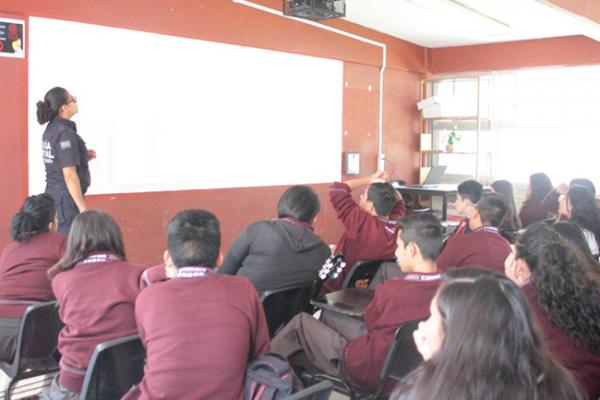 Concientizan a jóvenes sobre uso de redes sociales