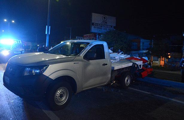 SE INFORMÓ que no hubo personas lesionadas pero sí considerables daños, principalmente al carro de alquiler.