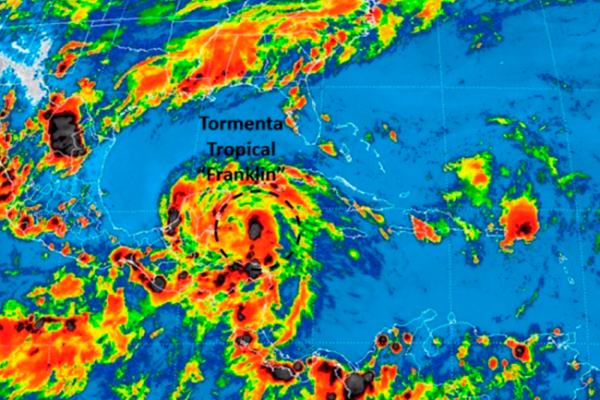 Franklin podría ingresar como huracán categoría 1 a Veracruz