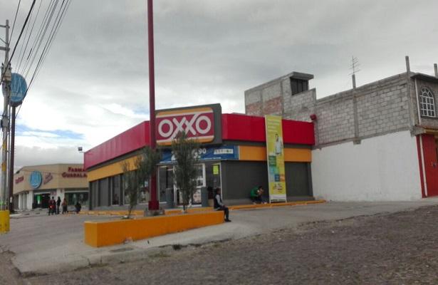Asalto a tienda de conveniencia en El Capricho