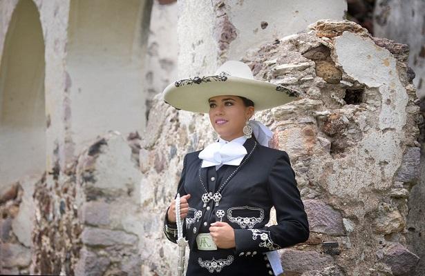 Alejandra Carlota I, reina charra