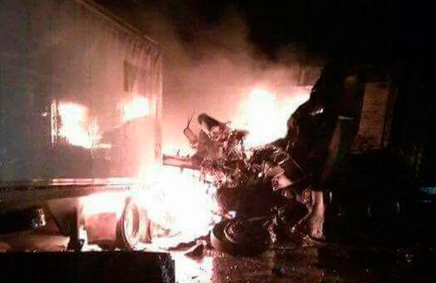 Accidente de tráileres detiene circulación en la carretera México-Querétaro