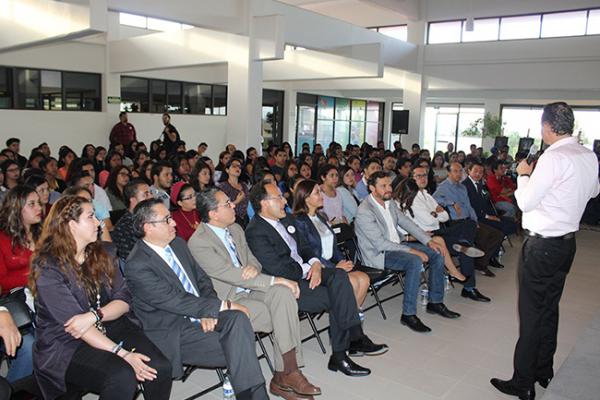 Imparten conferencia de liderazgo a estudiantes