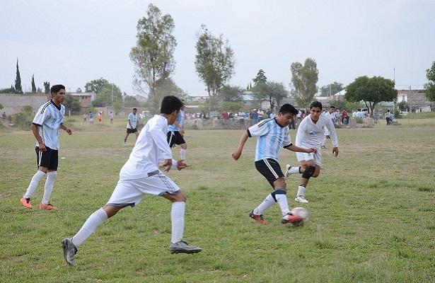 El conjunto Albiazul mexiquense se apuntó los tres puntos luego de que los merengues no se completaron para el encuentro.