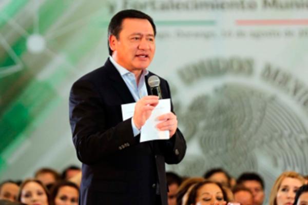 Osorio Chong expresa solidaridad a familiares de soldados fallecidos