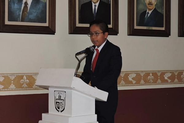 Niño sanjuanense en parlamento infantil