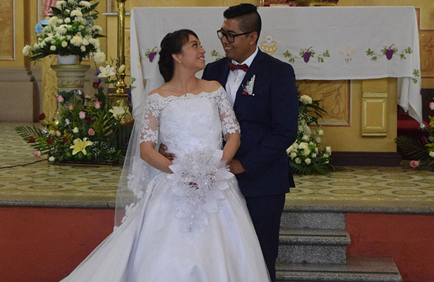 Pedro Edgardo Trejo y Cristina Cruz recibieron la bendición nupcial