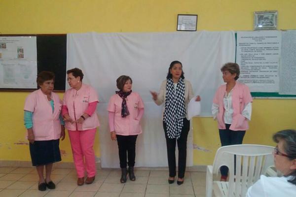 Imparten plática sobre cáncer de mama