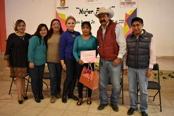 Conmemoran Día de la Mujer Rural en Pedro Escobedo