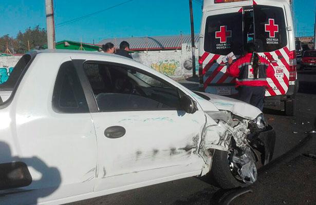 EL CAMIÓN sin frenos impactó a la camioneta a la altura de la salpicadera derecha.