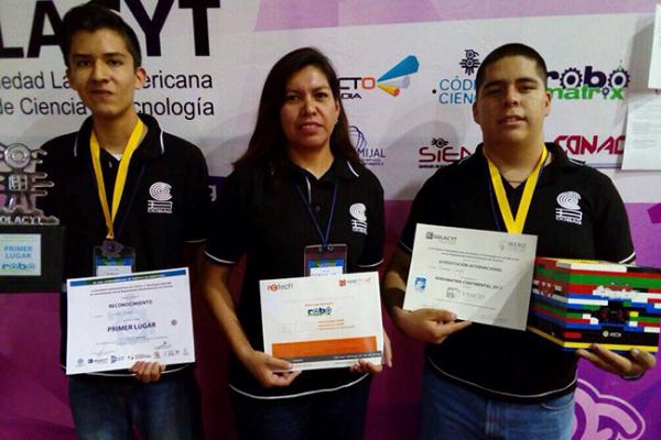 Alumnos de SJR ganan concurso de robótica