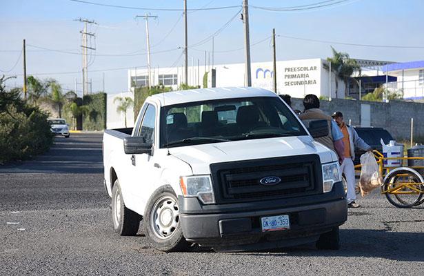 Choque de camioneta contra automóvil
