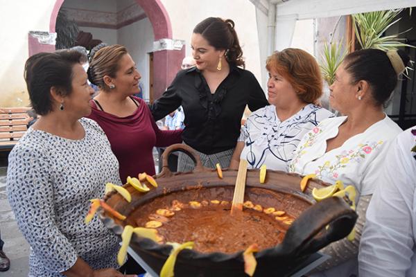 Encabeza Karina Castro muestra gastronómica