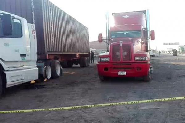 Aseguran tráilers con combustible en la México-Querétaro