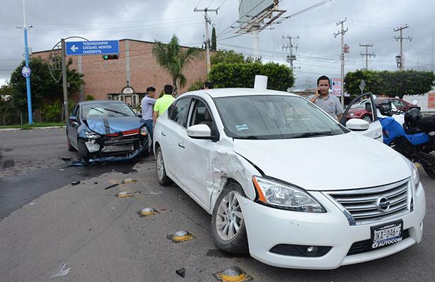Dos autos escenificaron choque