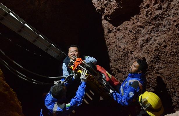 Bomberos rescataron a hombre que cayó a cisterna