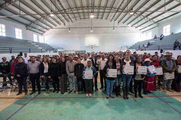Fonart entrega apoyos a población amealcense