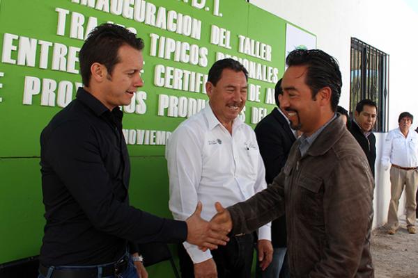Entrega CDI apoyos en Tequisquiapan