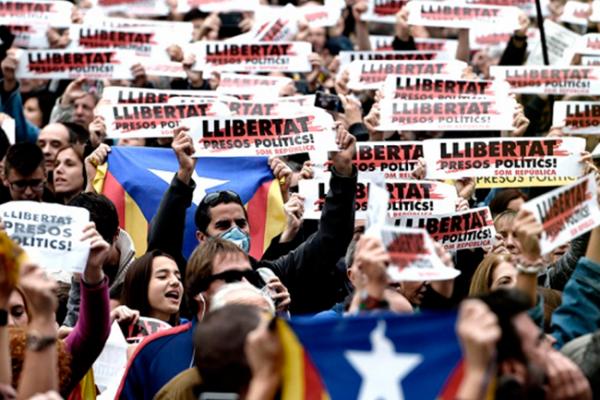 Miles piden la libertad de independentistas catalanes presos