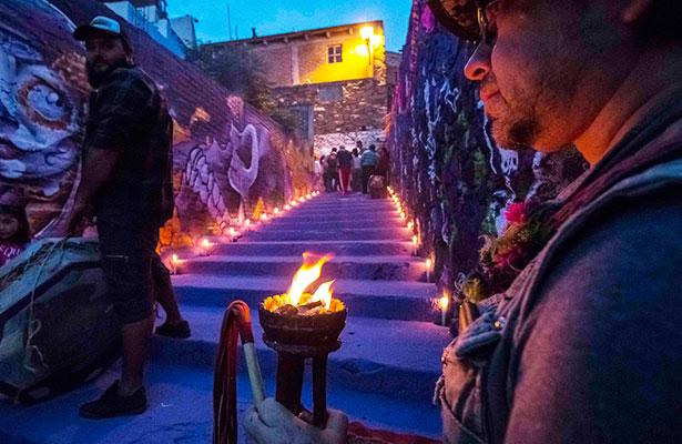 Ofrenda pictórica en honor a difuntos del cementerio de la Santa Veracruz