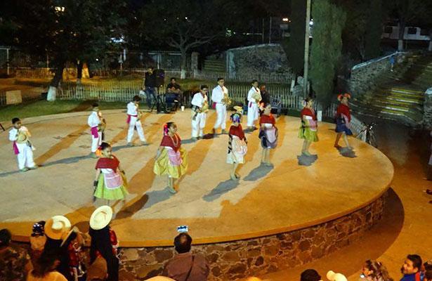 Grupo de danza folclórica Tonatiuh Iuan Metzli celebra aniversario