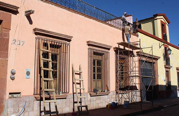 Mejoran imagen de fachadas en Amealco